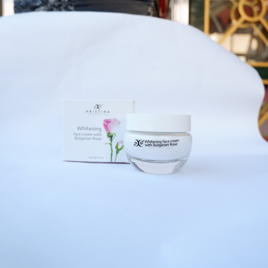Hristina kem dưỡng trắng da với chiết xuất hoa hồng